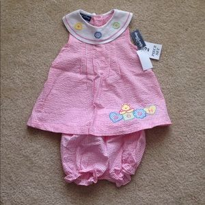 NWT Winnie the Pooh 2 piece outfit set